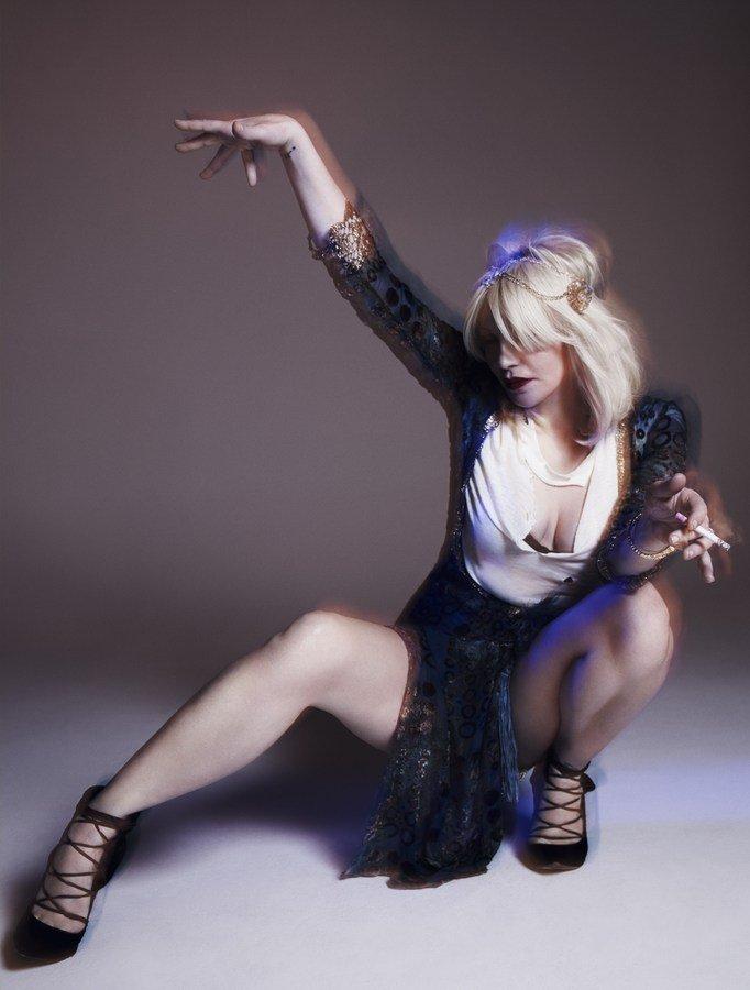 courtney-love-by-paola-kudacki-for-garage-magazine-fw-2013-14-7