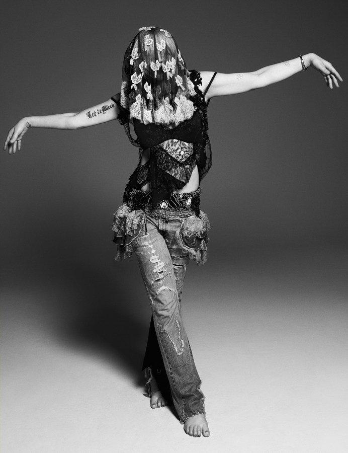 courtney-love-by-paola-kudacki-for-garage-magazine-fw-2013-14-8