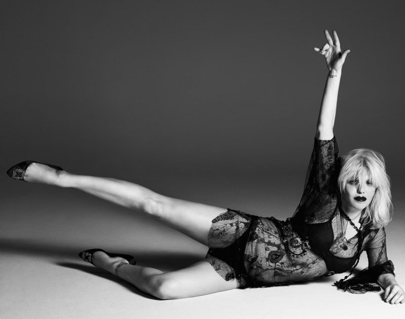 courtney-love-by-paola-kudacki-for-garage-magazine-fw-2013-14-9