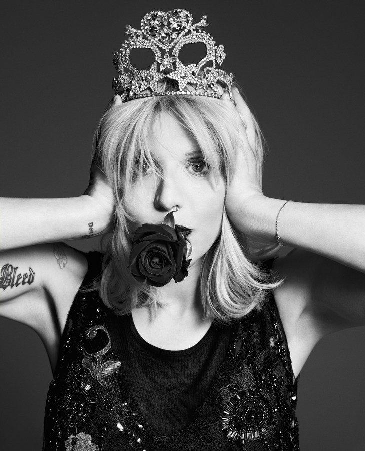 courtney-love-by-paola-kudacki-for-garage-magazine-fw-2013-14