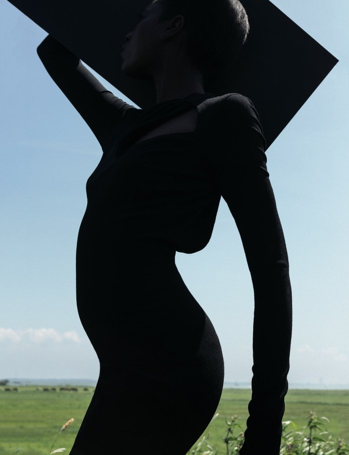 the-libertine-magazine-its-my-turn-kinc3a9e-diouf-by-viviane-sassen-for-another-magazine-autumn-2013-2