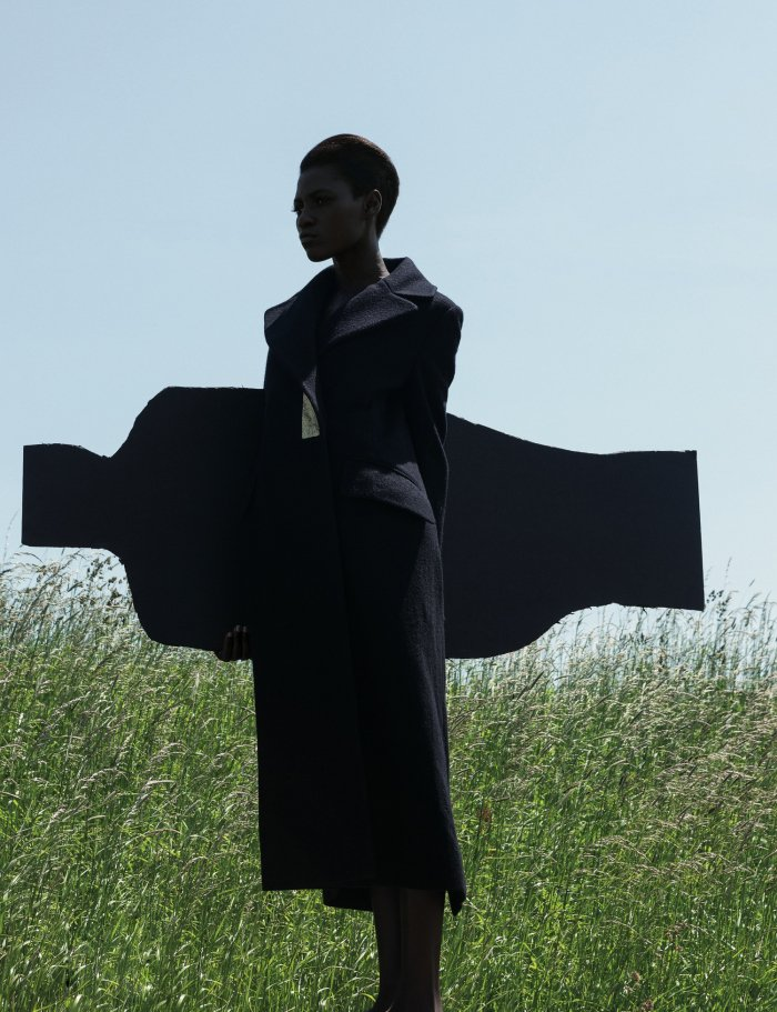 the-libertine-magazine-its-my-turn-kinc3a9e-diouf-by-viviane-sassen-for-another-magazine-autumn-2013-4