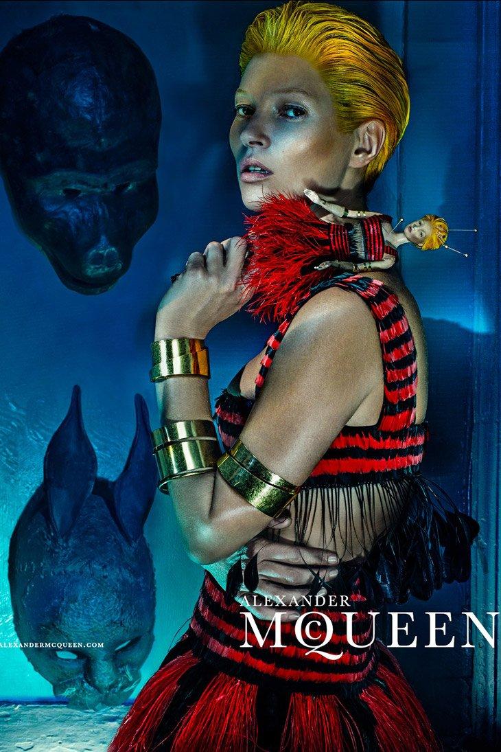 Kate-Moss-Alexander-McQueen-SS14-02