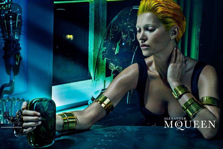 Kate-Moss-Alexander-McQueen-SS14-05