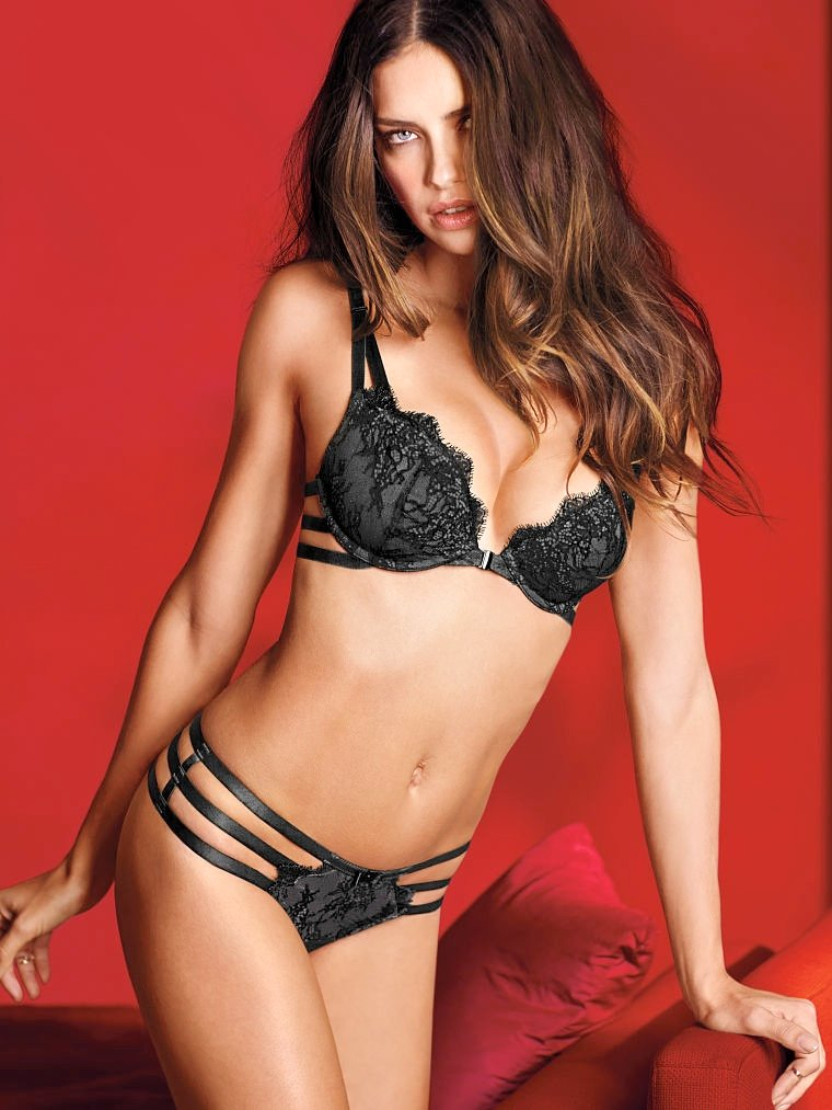 760x1013xvictorias-secret-valentines-day17.jpg.pagespeed.ic.hNvcN1hH-L